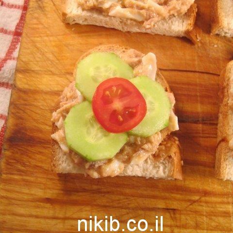 כריך עם סלט טונה שילדים אוהבים בתוספת ירקות / כריכים לילדים