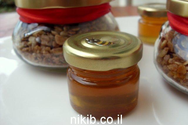 צנצנת דבש / מה שמים במשלוח מנות לפורים ?