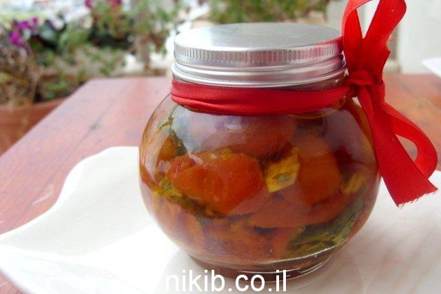עגבניות מיובשות בשמן זית / מה שמים במשלוח מנות לפורים ?