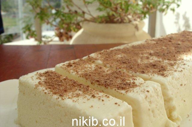 פרפה חלבה ושוקולד לבן