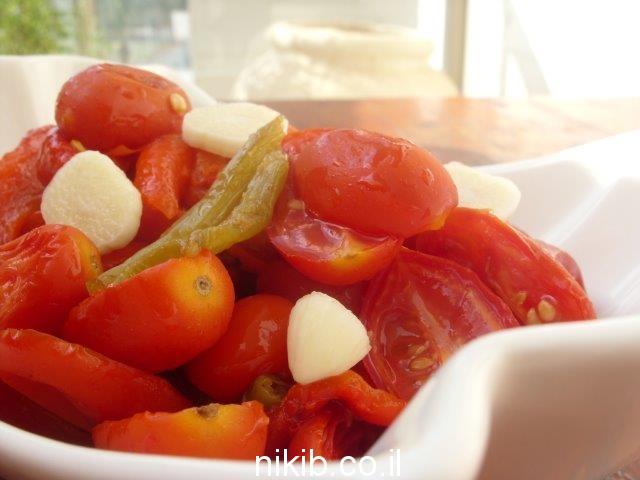 סלט פלפלים קלויים ועגבניות / סוף שבוע הגיע הזמן להכין דברים טובים