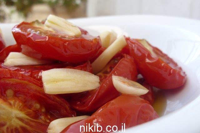 עגבניות תמר מיובשות בתנור עם מלח גס