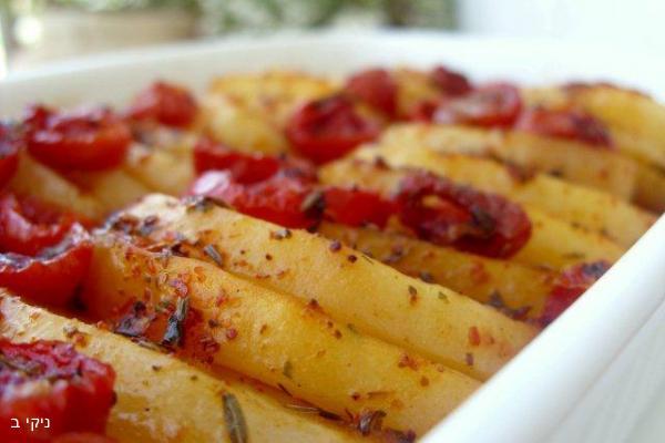תפוחי אדמה ועגבניות שרי בעשבי תיבול